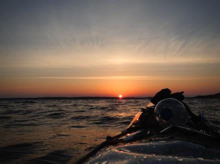 Der_erste_Sonnenaufgang_auf_See_1500