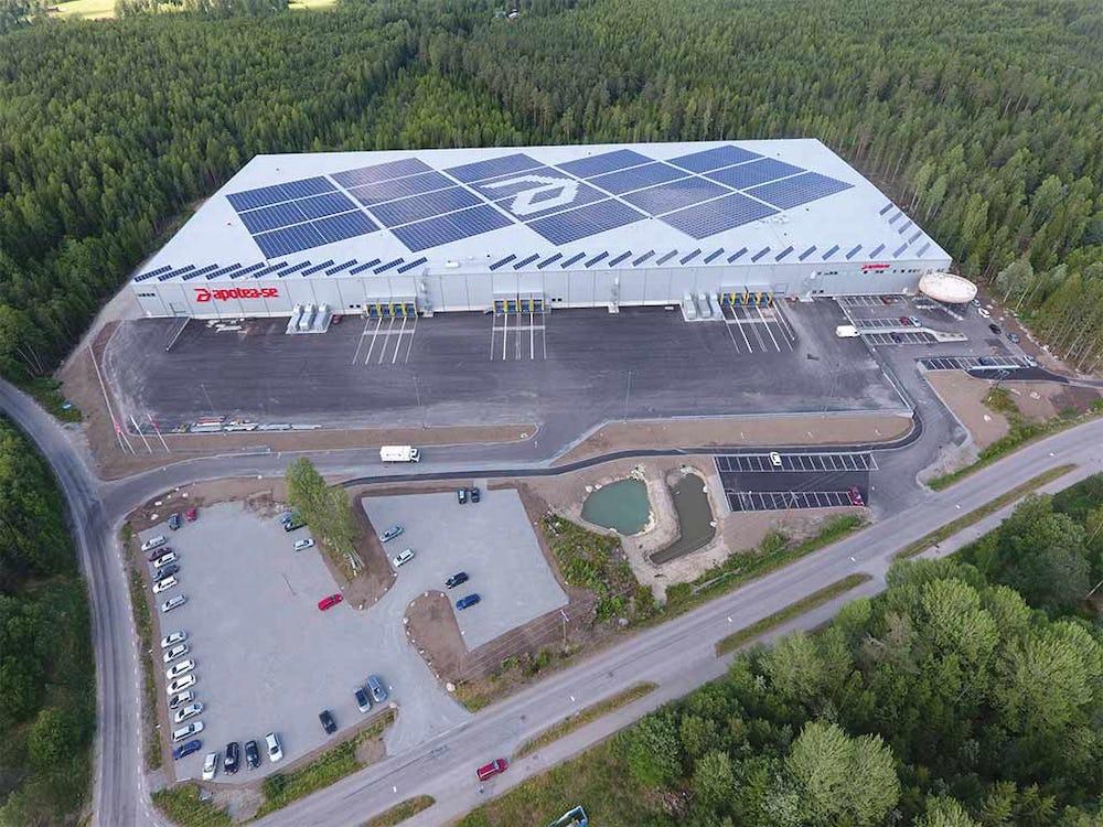 Flygbild av Apoteas 38000 kvadratmeter stora lagerlokal i Morgongåva.